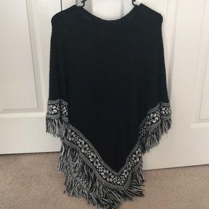 Black & White Frayed-end poncho